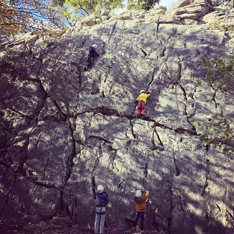 Escalade avec les jeunes sur la falaise d'Angon