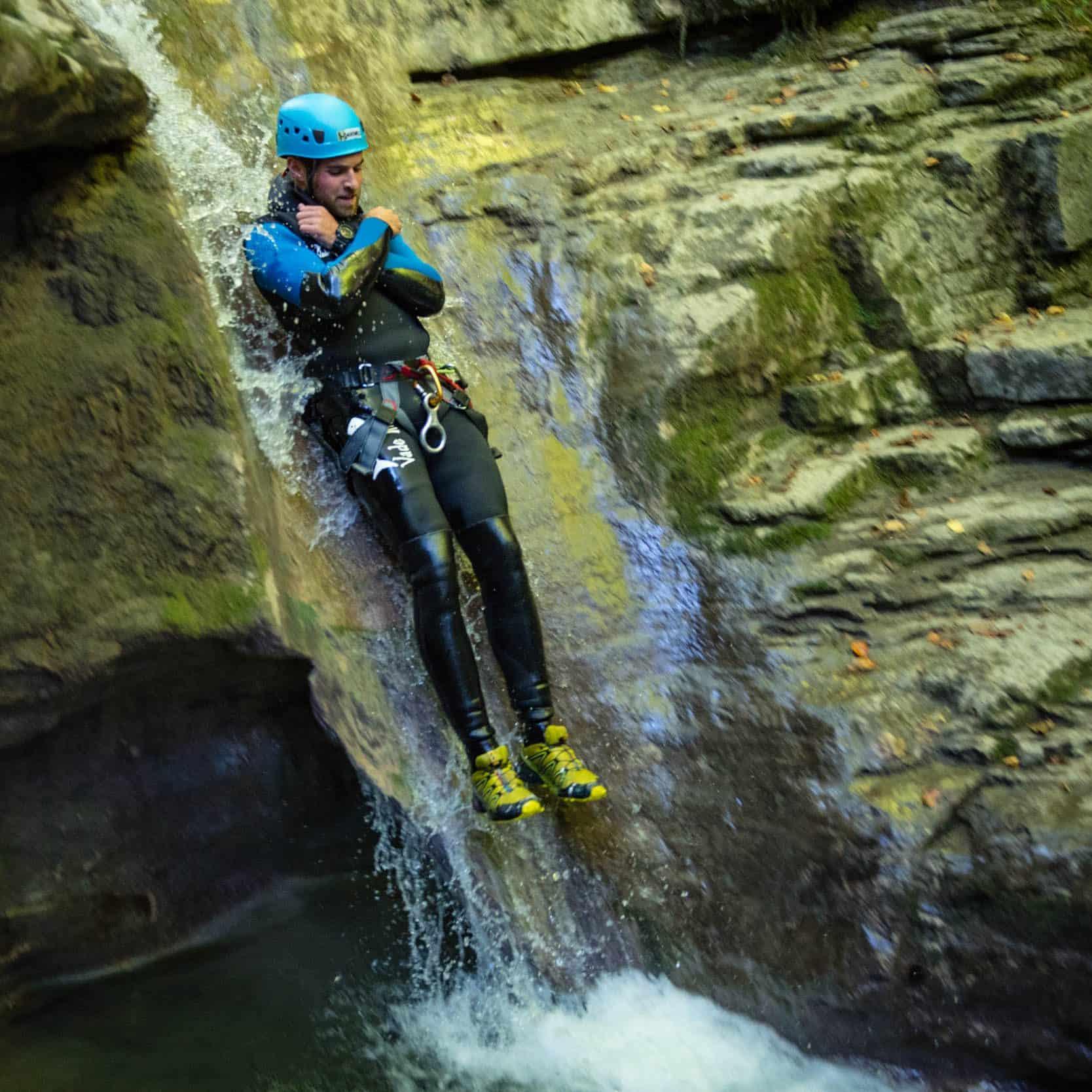 Toboggan dans le canyon d'Angon