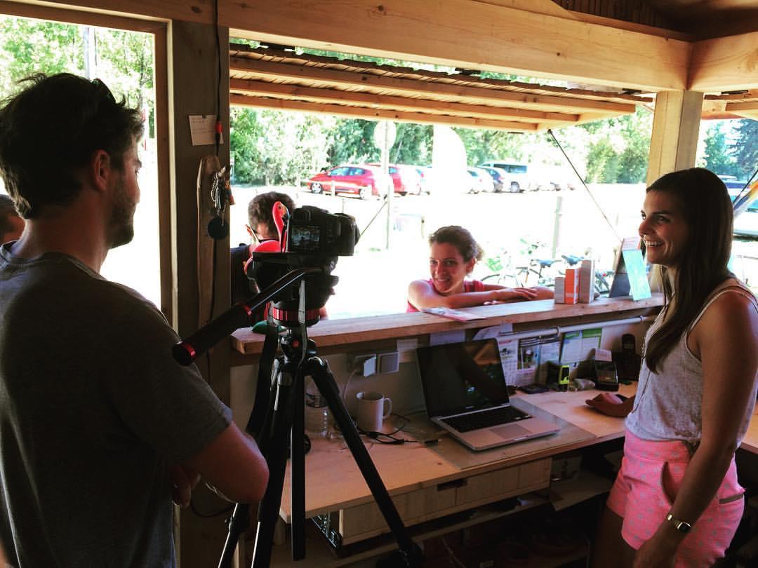 En plein tournage avec l'équipe de Peignée Verticale