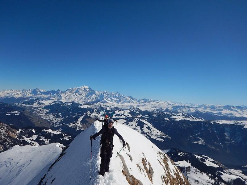 Le Mont Charvin en ski de randonnée en montant par l'arête du lac