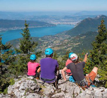 Point de vue sur le lac d'Annecy depuis la Via Tyro