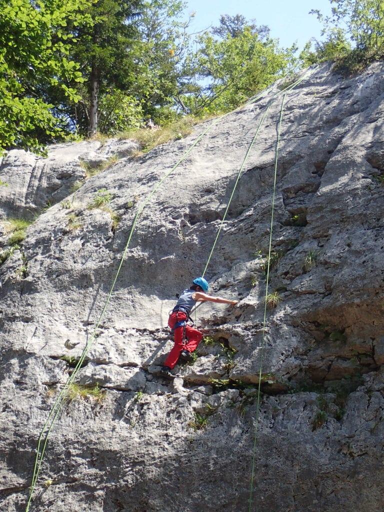 Quentin escalade à la falaise du bois brulé